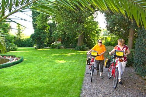 Parkbesichtigung mit dem Rad bei der Pfälzer Weinsternfahrt