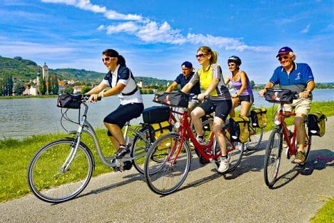 Fahrradfahrer an der Donau