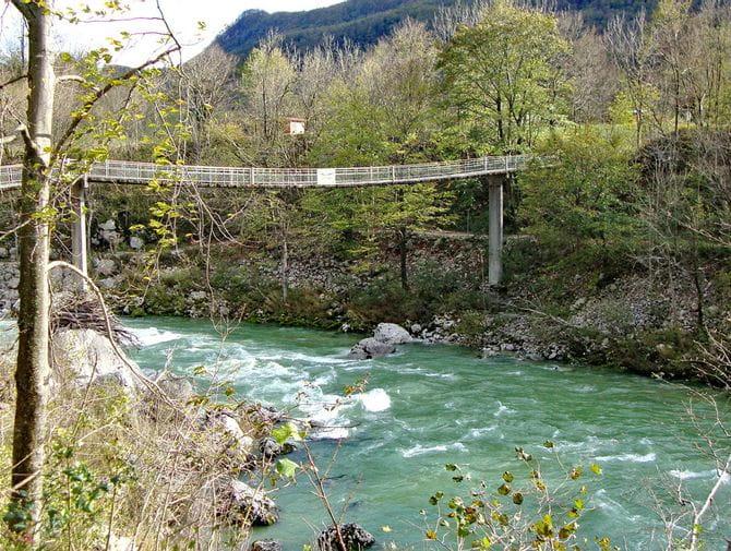 Hängebrücke über den Fluss Soca