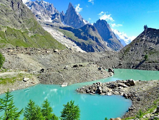 Kleiner Bergsee in den französischen Alpen